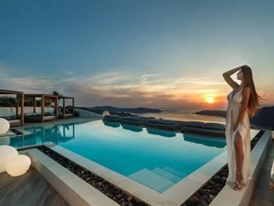 Santorini's-Balcony-Art-Houses-Imerovigli-Santorini