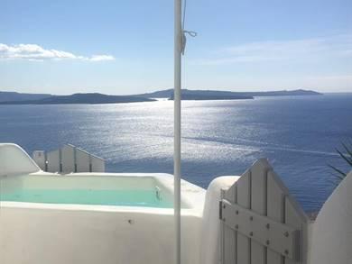 Liakada Oia Suites Santorini