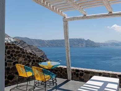 Solstice Luxury Suites Oia Santorini