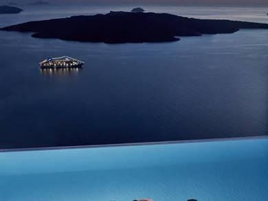 Cosmopolitan Suites Fira Santorini