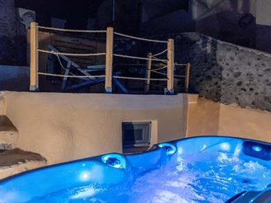 Nalas Cave Suite Emporio Santorini