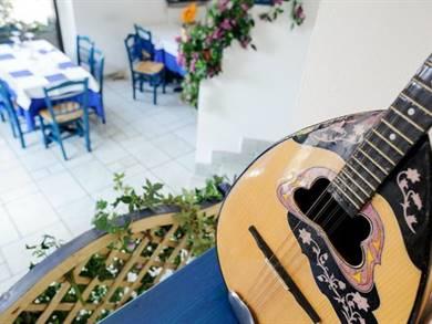 Il Bouzouki uno strumento musicale tipicamente greco